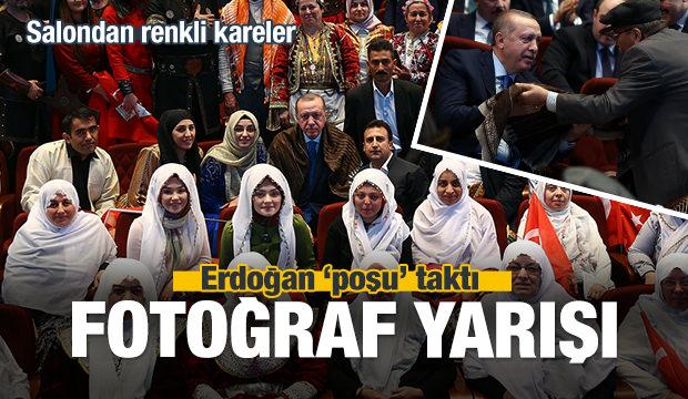 Erdoğan 'poşu' taktı, salonda fotoğraf yarışı