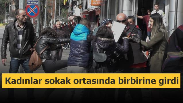 Kadınlar sokak ortasında birbirine girdi