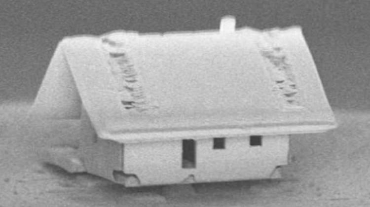 Dünyanın en küçük evini nanorobotlarla yaptılar