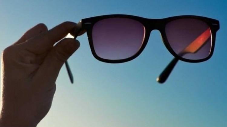 Güneş gözlüğüne servet harcadık!