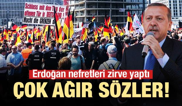 İslam karşıtı gösteride Erdoğan ve Özil'e öfke!