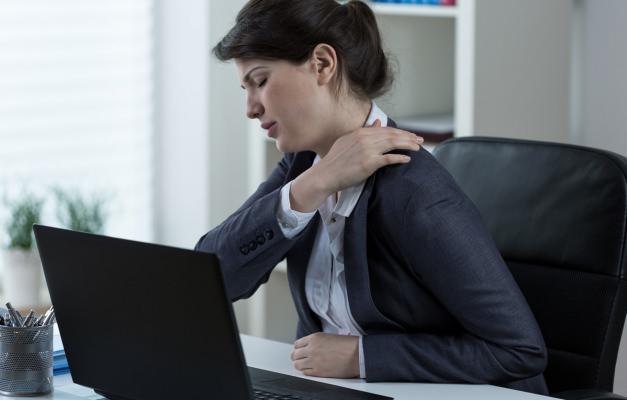 Masabaşı çalışanlar dikkat! Bu ağrıları ihmal ederseniz...
