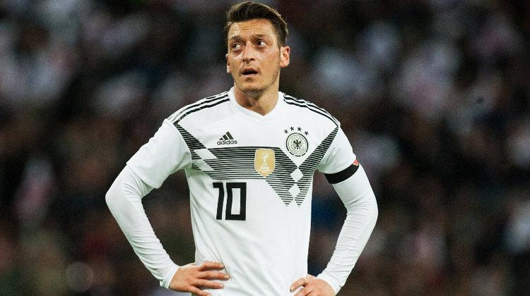 """Mesut Özil'e ağır sözler! """"Irkçılık tiyatrosu..."""""""