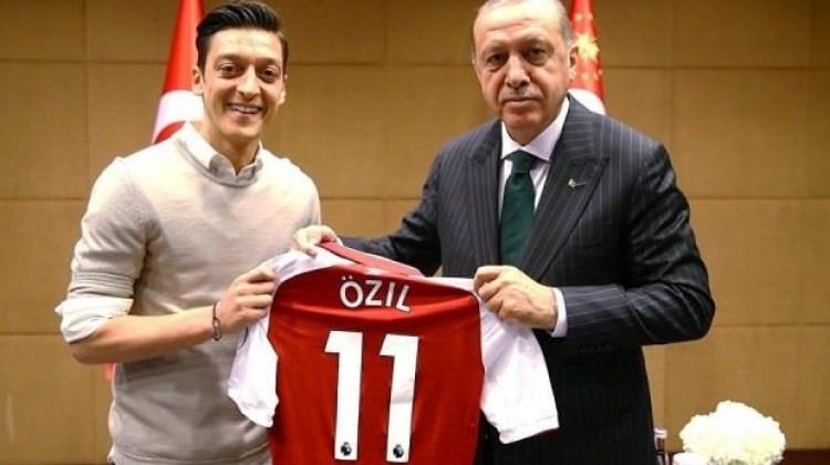 Mesut Özil: 'Bugün olsun yine fotoğraf çektiririm'