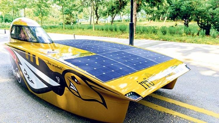 Bakan Varank İTÜ Güneş Arabası Ekibi'ni kabul etti