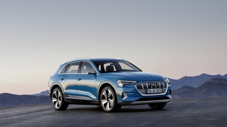 Audi'nin ilk elektrikli modeli 'e-tron' tanıtıldı