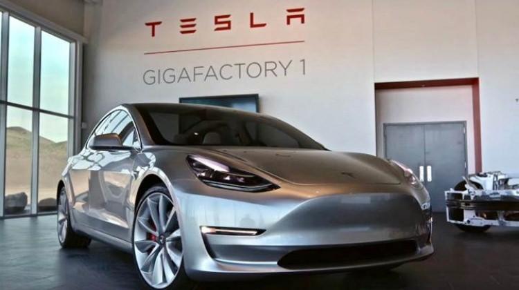 Tesla fabrikasında yangın çıktı