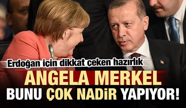 Merkel bunu nadir yapıyor! Almanya ayakta