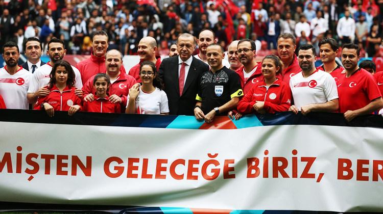 Diyarbakır'da tarihi gün! Arşivlik görüntüler...
