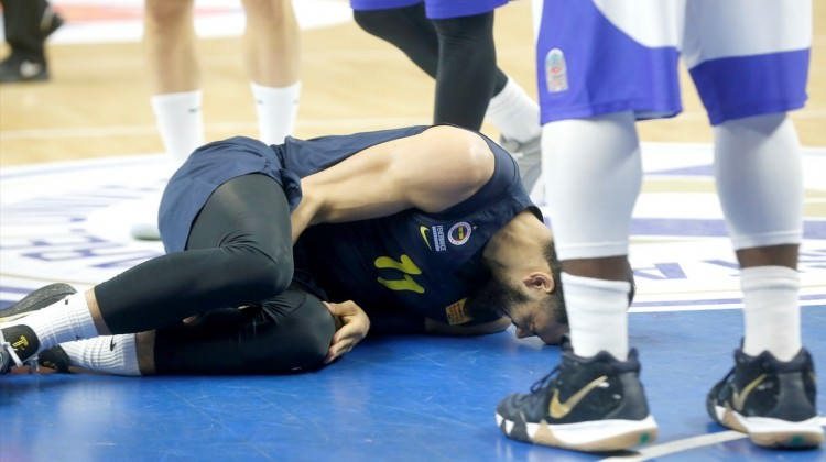 Fenerbahçeli yıldızın ayağı kırıldı!