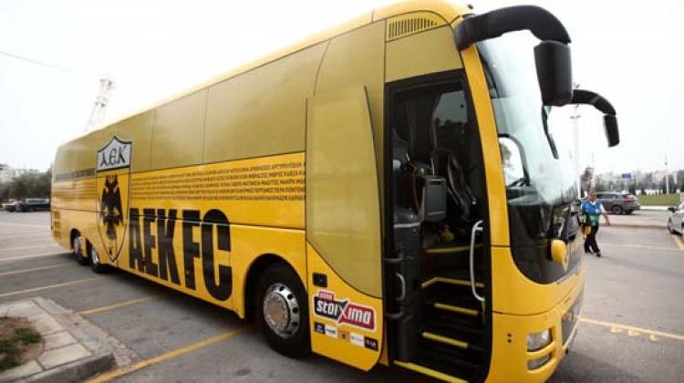 Yunan ekibinin otobüsünde Türkiye'den yazılar