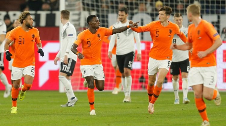 Hollanda 5 dakikada geri döndü