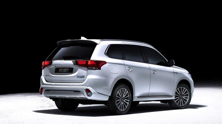 Mitsubishi Outlander, yılın en çevreci SUV'u oldu!