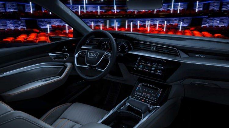 Audi'den araç içi sinema sistemi!
