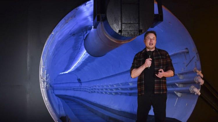 Elon Musk çılgın projesini hayata geçirdi!