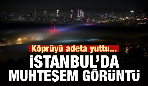 İstanbul Boğazı'nda muhteşem görüntü! Köprüyü adeta yuttu!