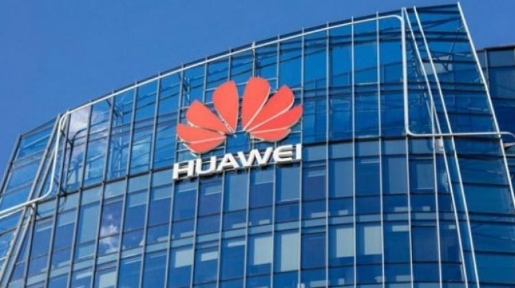 ABD'li iki devden geri adım! Huawei'ye destek
