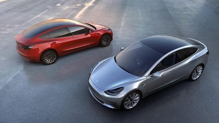 Tesla Model 3'ün fiyatını düşürdü