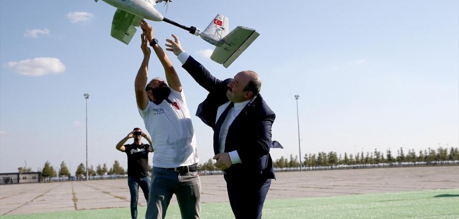 Bakan Mustafa Varank İHA uçurdu