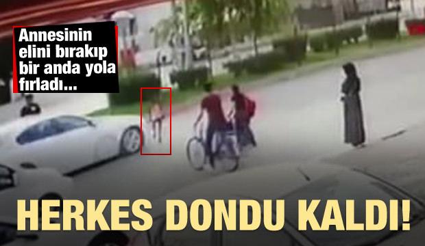 Annesinin elini bırakıp bir anda yola fırladı...(Video)