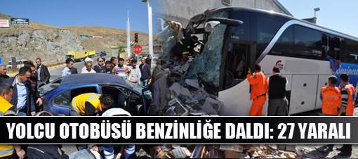 Yolcu otobüsü benzinliğe daldı: 27 yaralı