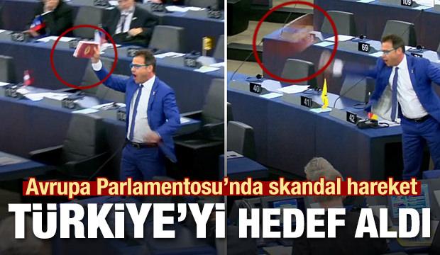 Avrupa Parlamentosu'nda skandal hareket! Çikolata kutusu fırlattı