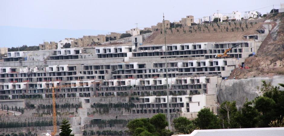 Milyon dolarlık kaçak yapılar yıkıldı! Yerlerine fidan dikildi