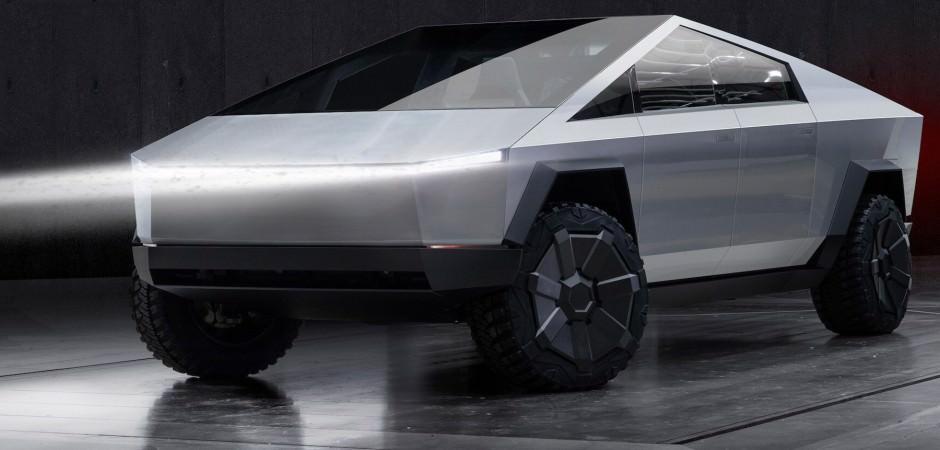 Elon Musk, zırhlı ve elektrikli pick-up aracını tanıttı!