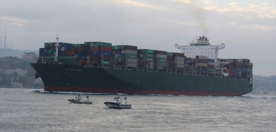 Dünyanın en büyük kargo gemisi İstanbul Boğazı'ndan geçti!