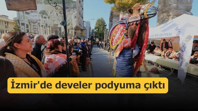 İzmir'de develer podyuma çıktı